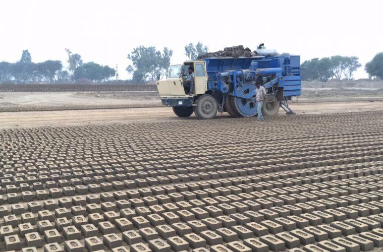 brick laying machine