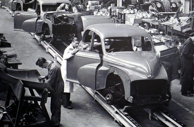 old schoolc ar manufacturer