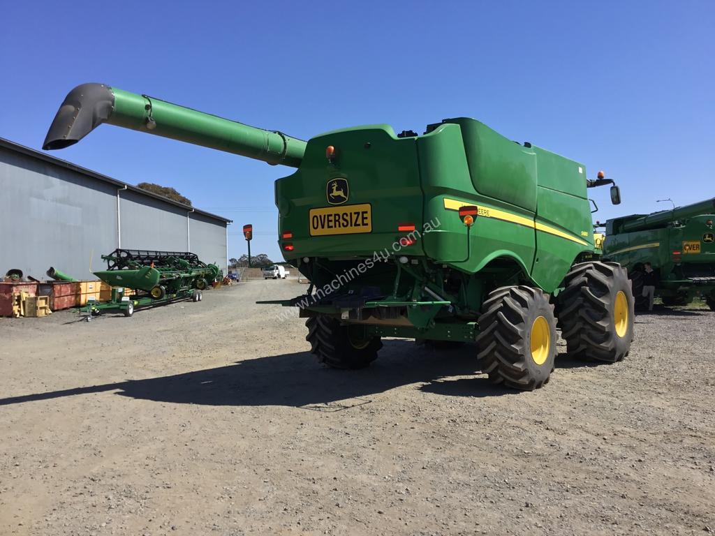 John Deere S680 Harvester