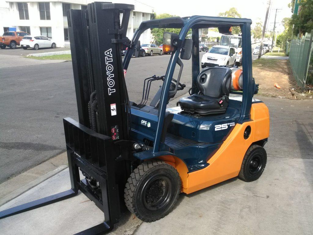 Forklift Toyota 8FG25