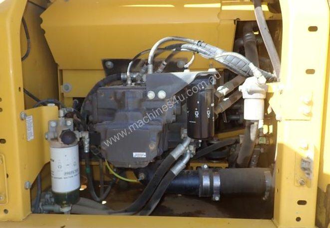 excavator comparison - komatsu engine