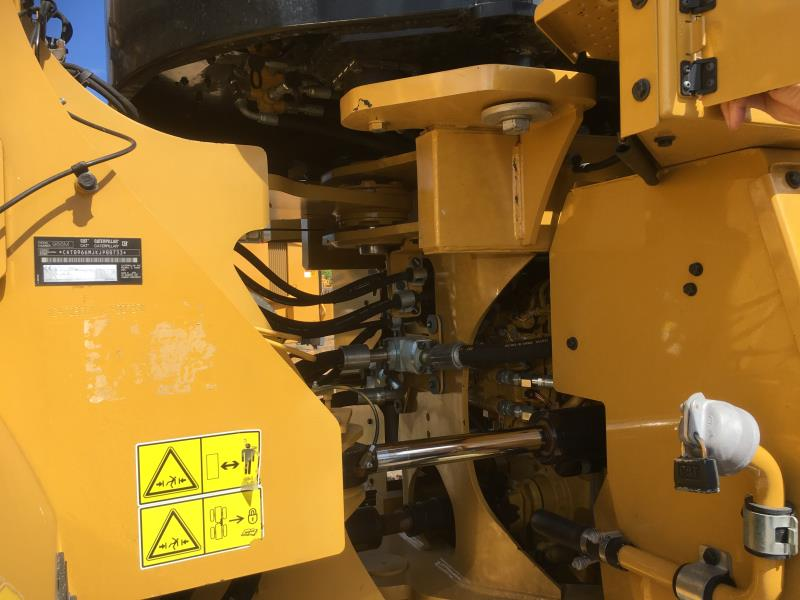 Caterpillar 966M's easy to access service center