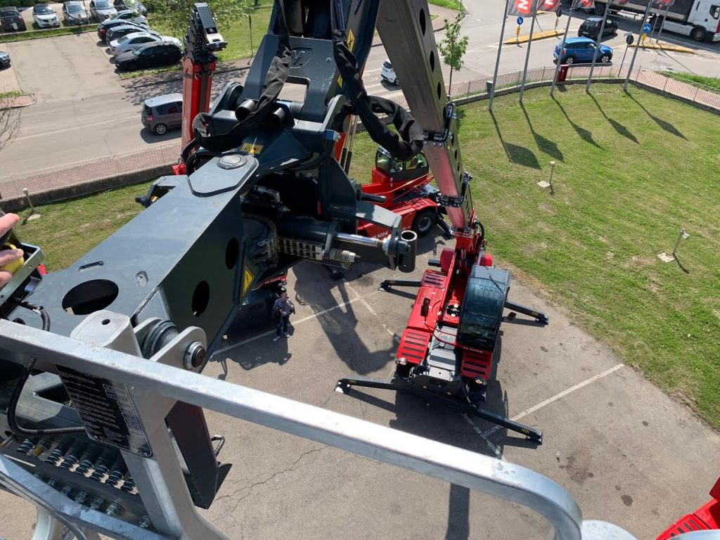 Magni 5.21 RTH telehandler view